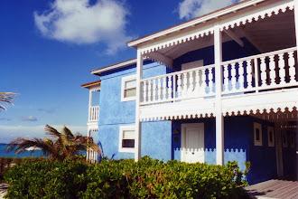 """Photo: #001-Le Club Med """"Columbus Isle"""" dans l'île San Salvador"""