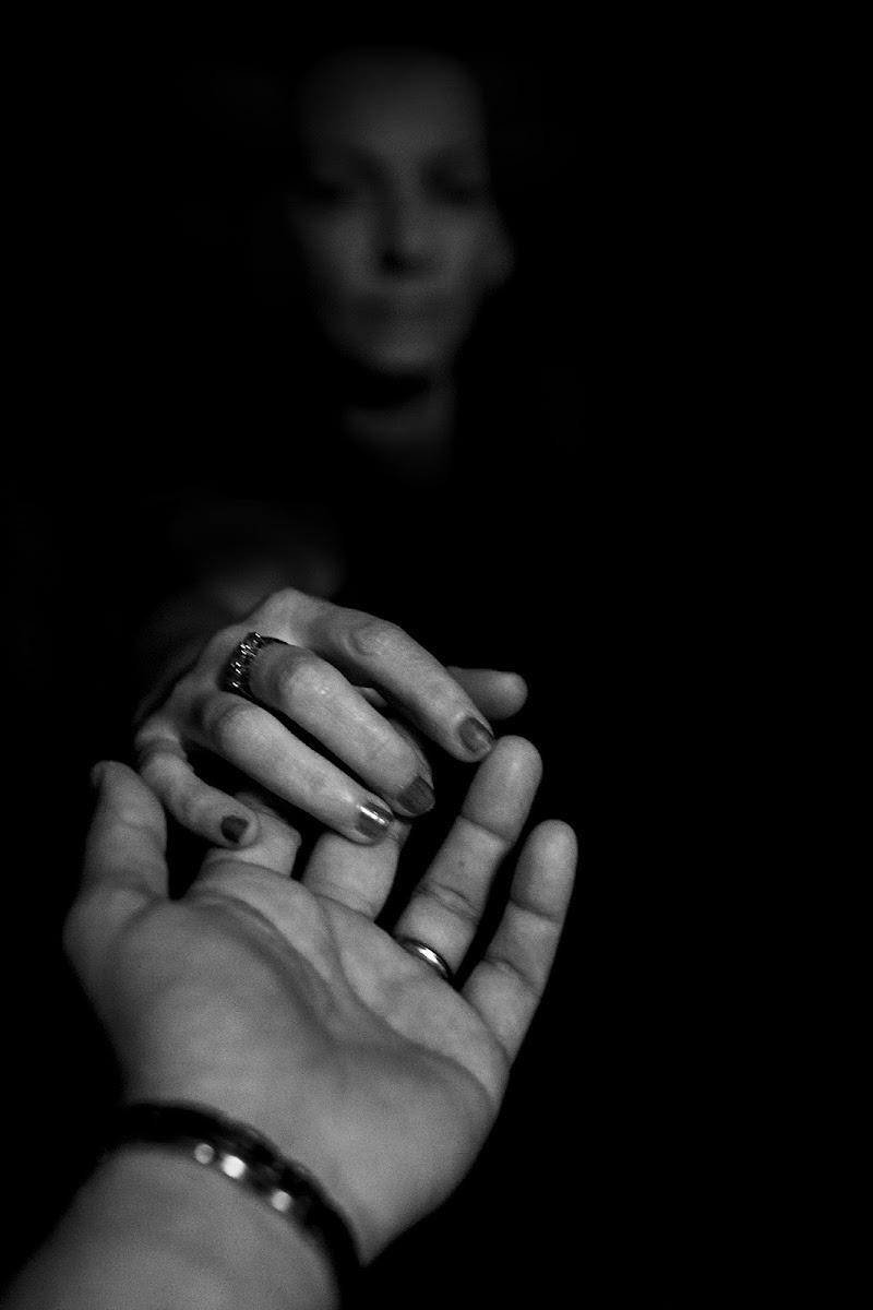 Hold my Hand di Ermes.Mazzali