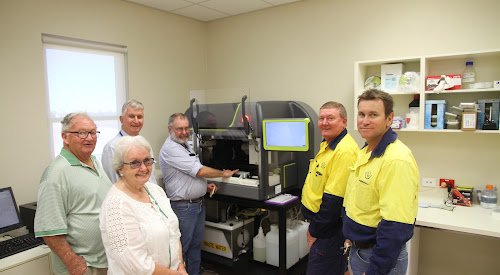 Among the CSD tour visitors on March 27 were Margaret Chaplin and Frank Devoy,  with CSD managing director Peter Graham, Quality, Seed and Research Lead, Brett Ross explaining the high tech testing equipment in the new CSD Quality and Research Centre, Operations Lead Bruce Cowan and Project Technical Lead Tony Stove. Cotton industry veteran Mr Devoy echoed the sentiments of the tour group in congratulating the CSD team on the successful redevelopment project and its significance for the Wee Waa community and the shire.