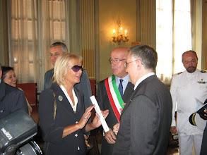 Photo: Carmen Spigno con Giuliano Miele, Sindaco di Garlenda, ed il Prefetto Claudio Sammartino