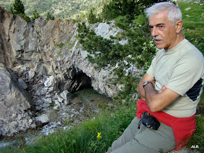 Photo: Javier y la cueva.
