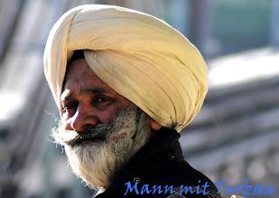Photo: bärtiger Mann mit Kopfbedeckung