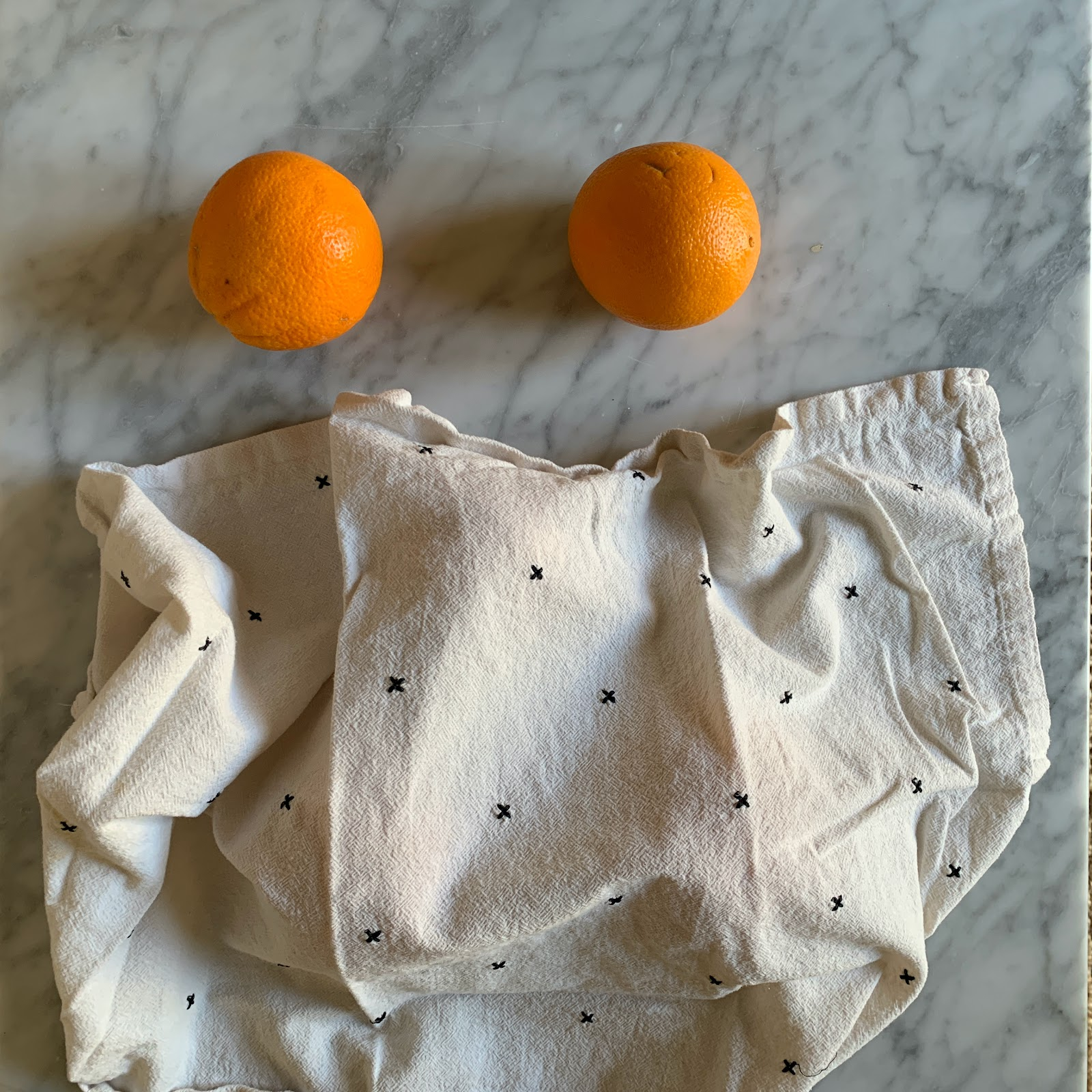 Now only 2 oranges are visible. The rest are hidden under a towel.