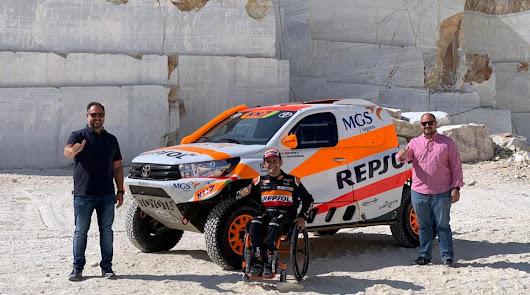 El piloto Isidre Esteve elige las canteras de Macael para presentar el Dakar