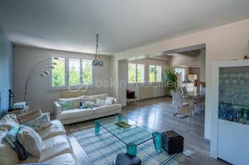 Maison 10 pièces 327 m2