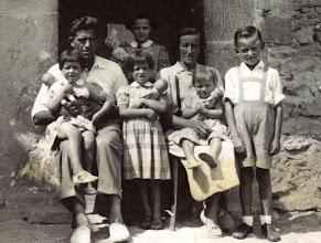 Photo: Familia Fernandez Herrero: Felipe, Maribel, Manolita, Pilarin, Pili, Queti en brazos y Pepito.