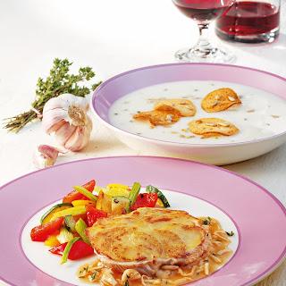 Elsässer Putensteaks mit Kartoffelblättchen und Thymiansauce