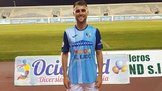 Javi Pérez con la camiseta del CD El Ejido.