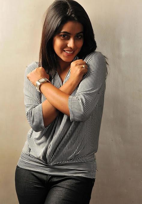 Poorna smile, Poorna telugu actress