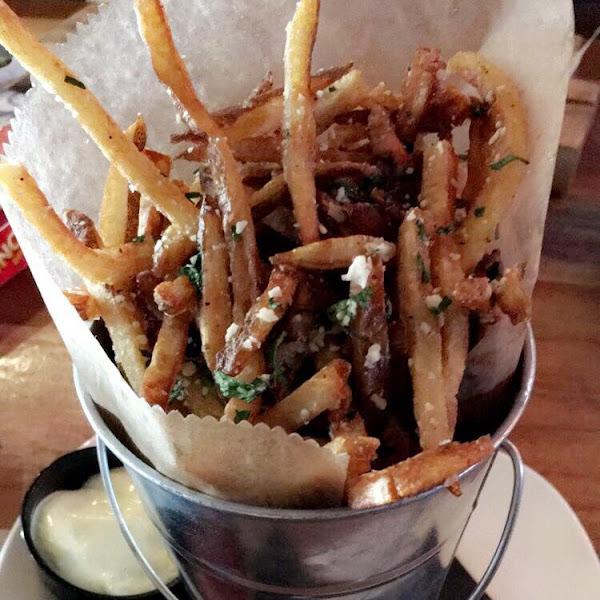 Truffle fries. Gluten free. Fryer gluten free. Good taste. Could have been a little crispier. But still very good.