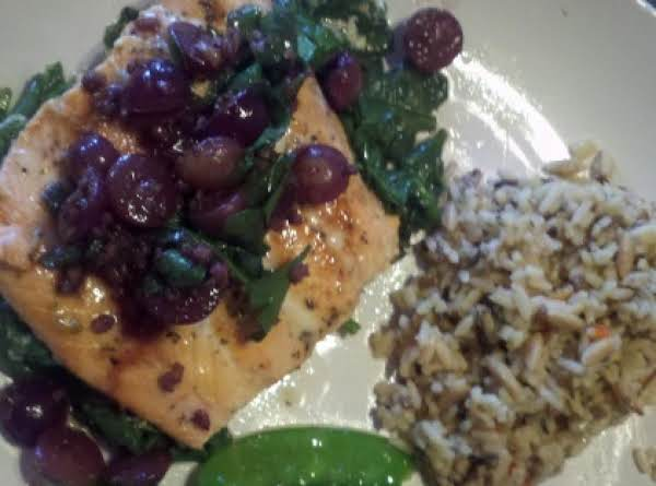 Scrumptious Salmon With Grapes & Wine