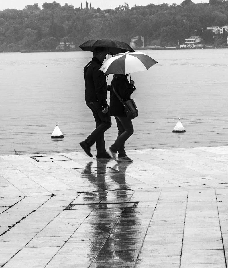 passeggiando sotto la pioggia di Fabry