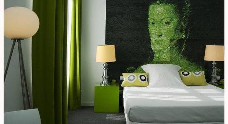 Room Mate Laura