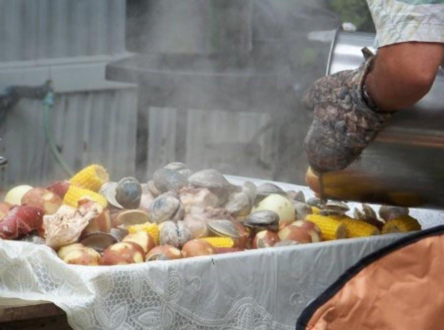 Papa 39 s north carolina clam bake recipe just a pinch recipes for Jj fish menu
