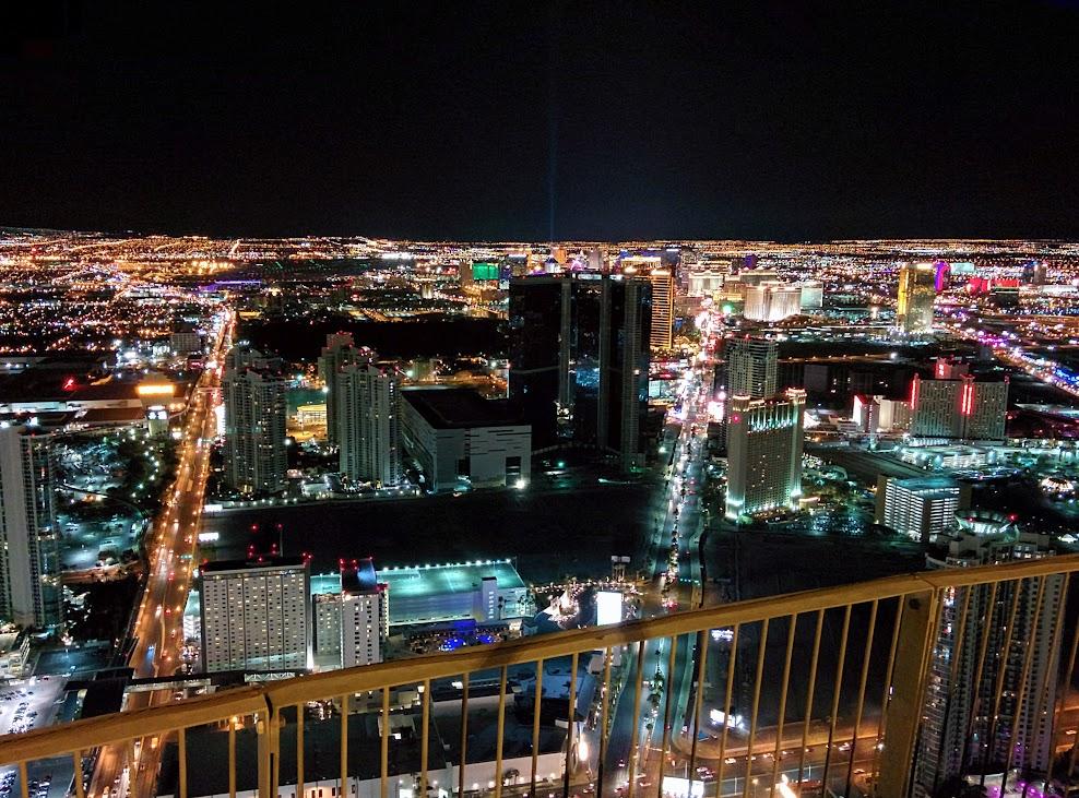 Vistas nocturna desde la torre del hotel Stratosphere de Las Vegas