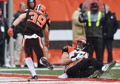 ? Niet voor gevoelige kijkers: American Football-speler loopt vreselijke blessure op