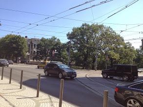 """Photo: Liikennettä ja linjoja. Bussit kulkivat myös """"johtoja"""" pitkin, olivat siis johdinbusseja."""
