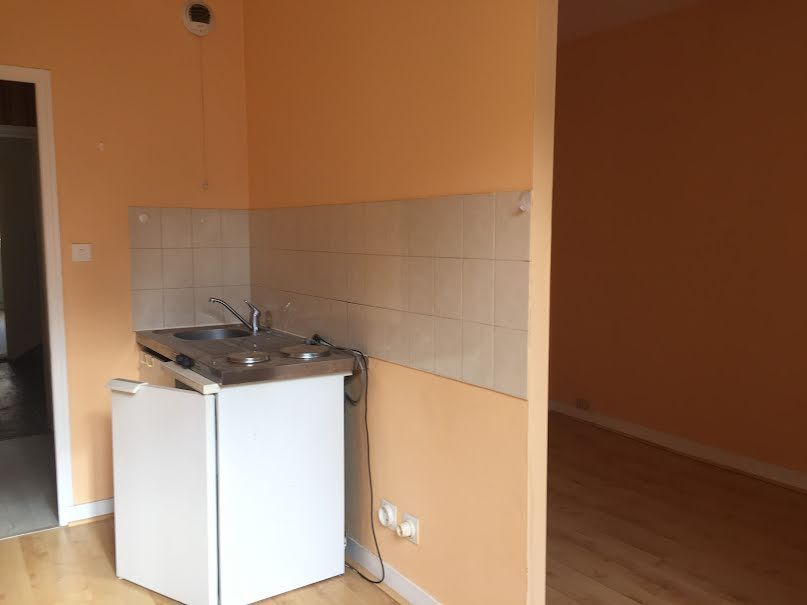 Location  maison 1 pièce 25 m² à Saint-Léonard-de-Noblat (87400), 259 €