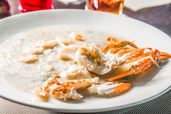 桃園最強海鮮粥只要380元!?暖心超澎湃,整隻花蟹、鮑魚、干貝入粥!Mr.Tom頂級牛排館