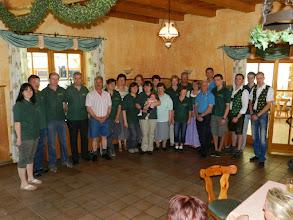 Photo: Der Vorstand samt den geehrten Mitgliedern für ihre langjährige und dauerhafte Mitarbeit