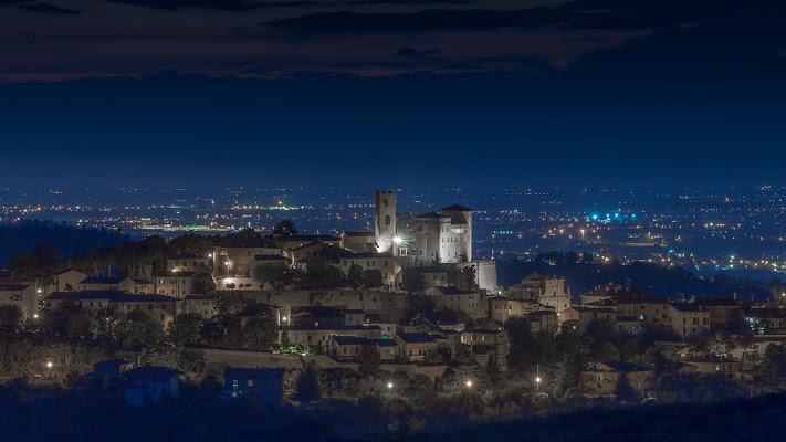 Longiano by night di Marcello Zavalloni