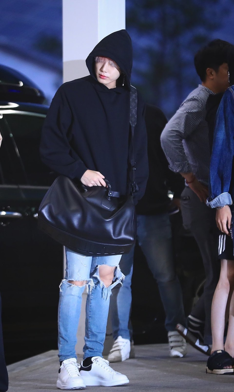 jungkookrippedjeans_3a