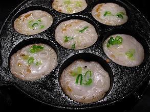 Photo: kanom krok cooking in pan