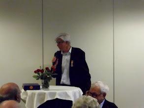 Photo: Jan Spruit nam zelf ook nog het woord en gaf aan dat iedereen aanwezig eigenlijk net zoveel recht heeft op een medaille omdat bijna iedereen die genodigd was wel betrokken is bij het vrijwilligers werk.