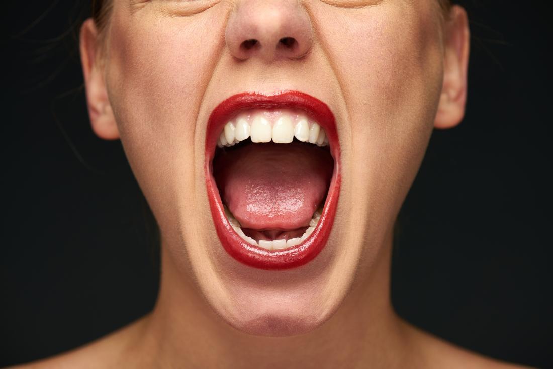 kötü nefesi olan bir kadın