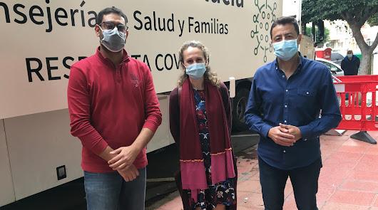 Sanitarios almerienses acusados de 'colarse' para la vacuna: ¿Villanos o héroes?
