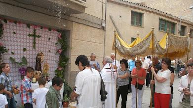 Photo: Primer altar: cants, pregàries i paperets caient del cel.