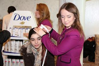 Photo: Dove gün boyunca konuklara şaç bakımı ve testi yaptı. www.gelecekgunu.org
