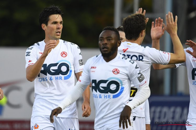 KV Kortrijk wint atypische eindeseizoensmatch gekruid met wereldgoals, een rode kaart en een fase met de VAR