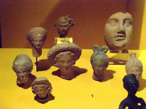 Photo: Troy - Terracotta heads of women 220 BC, probably votive gifts to Athena .......... Terracotta vrouwenhoofden, 220 BC, waarschijnlijk votief offergaven aan Athena