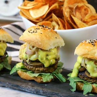 Sirloin Sliders with Mushrooms and Béarnaise Sauce