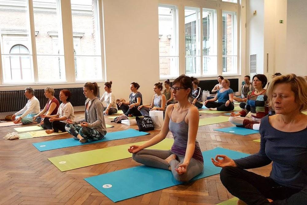 best-yoga-classes-delhi-shivnanda-yoga-vedanta-centre-image