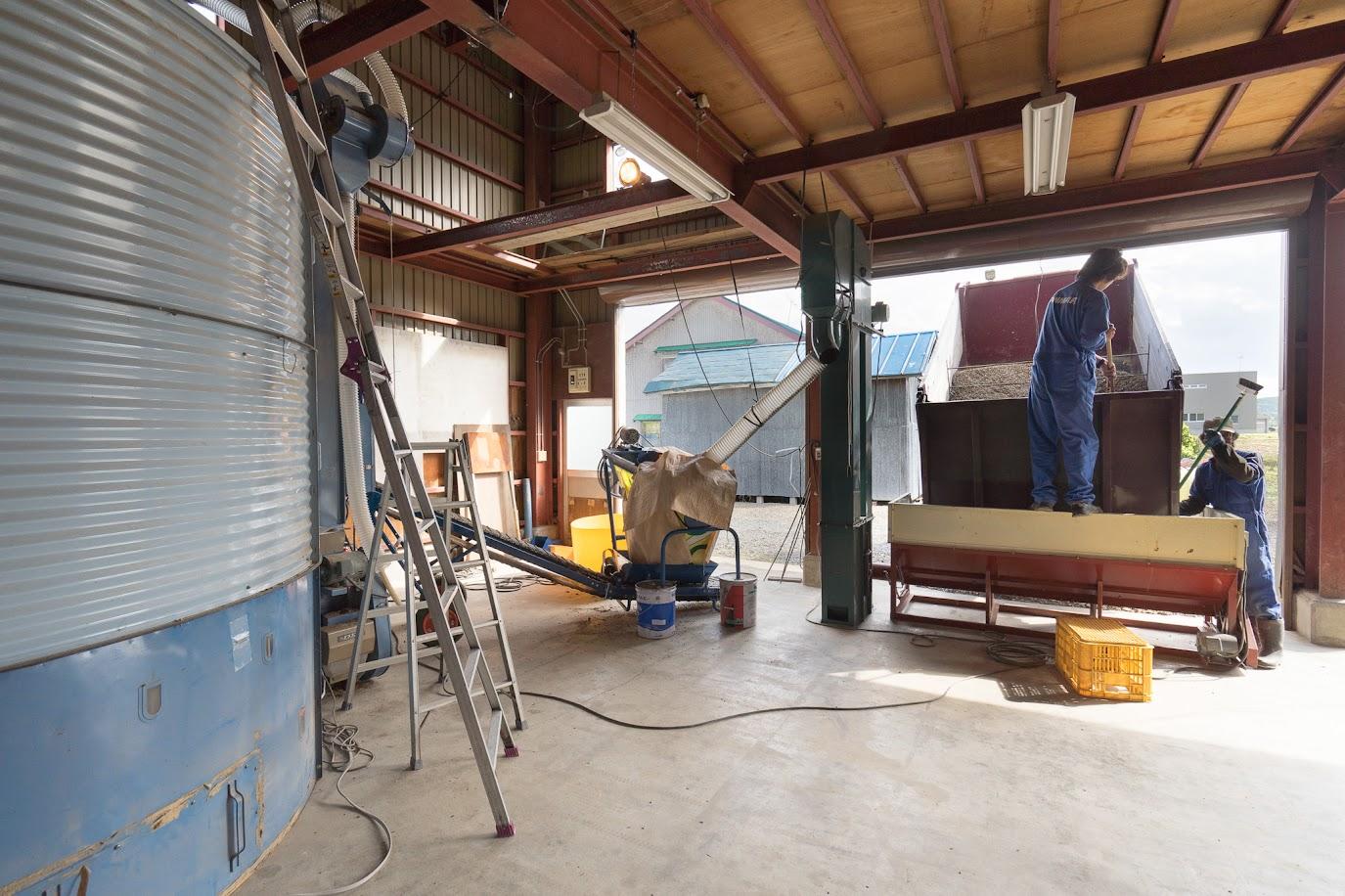 「農事組合法人ほのか」のひまわりの種乾燥施設