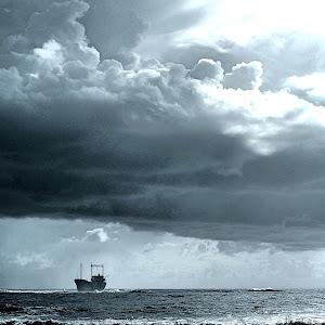 clouds n boat.jpg