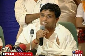 Photo: Conspiracy to kill Balkrishna, alleges Ramdev http://t.in.com/0q7y