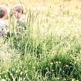 Salome & Nath by Anne-Cecile Pflieger - Babies & Children Children Candids ( spring, children, nature, grass, playing, flower )