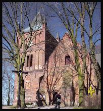 Photo: Westpommern / Polen/ Łekno / Bast wurde erstmals im Jahre 1288 erwähnt, als Bischof Hermann von Gleichen von Cammin das Dorf dem Kloster Dargun überließ. Im Jahre 1513 kaufte es Bischof Martin Karith wieder zurück. Die Bischöfe von Cammin hatten in Bast ein Jagdschloss, in dem 1544 der letzte vorreformatorische Bischof von Cammin, Erasmus von Manteuffel-Arnhausen, starb. Bis 1945 gehörte Bast zum Landkreis Köslin im Regierungsbezirk Köslin der preußischen Provinz Pommern. Im Jahre 1933 lebten hier 505 Einwohner, ihre Zahl sank bis 1939 auf 469. Bast war mit den Gemeinden Alt Banzin (heute polnisch: Będzino), Poppenhagen (Popowo), Varchmin (Wierzchomino) und Varchminshagen (Wierzchominko) vor 1945 Teil des Amtsbezirks Varchmin. Seit 1945 trägt das Dorf den polnischen Namen Łękno. 1975–1998 gehörte der Ort zur Woiwodschaft Koszalin. Heute ist Es ist Łekno ein Teil der Gmina Będzino im Powiat Koszaliński in der Woiwodschaft Westpommern. 2009 lebten in Łekno 130 Einwohner.