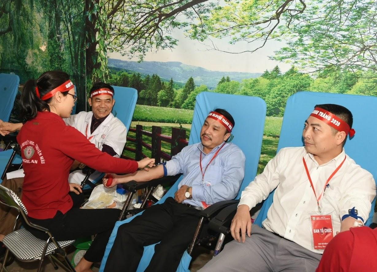 Lãnh đạo Sở y tế Nghệ An hưởng ứng ngày hội hiến máu