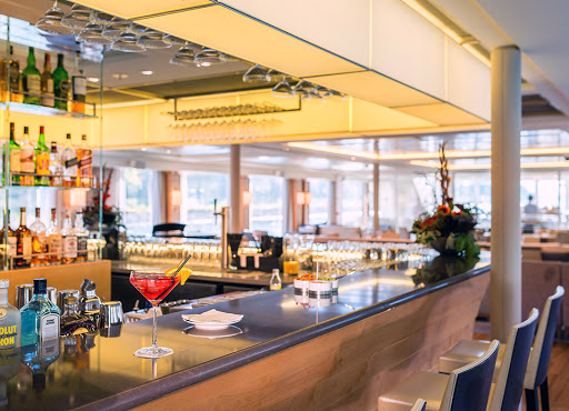 Longship-Lounge-Bar.jpg - Meet like-minded travelers at the lounge/bar on your Viking river cruise.