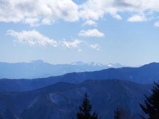 左から塩見岳・悪沢岳・荒川岳・赤石岳・聖岳など