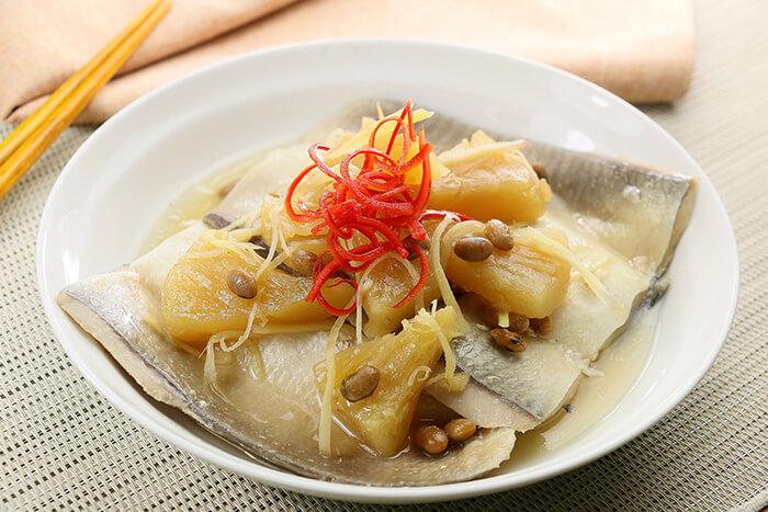 虱目魚肚是南部人最愛吃、也最常吃的魚類食材之一。<br>原因除了好吃,也因為料理方式很多元又簡單。<br>清蒸虱目魚、煮虱目魚湯、乾煎虱目魚甚至用烤箱烤都可以!