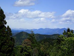茶畑上部から展望(左手前が梵天山)