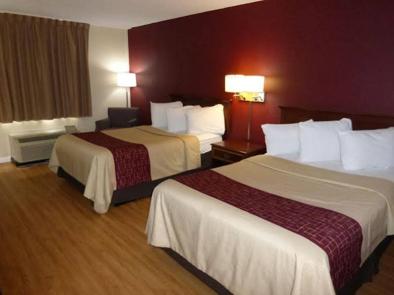 Holiday Inn Central at Papermill