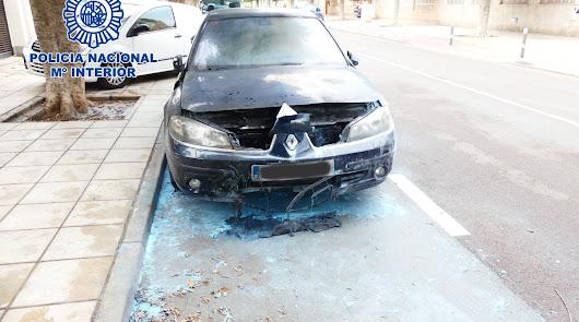 Un joven quema el vehículo de la pareja sentimental de su expareja en Almería