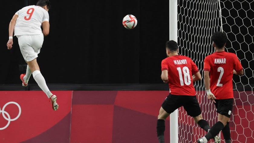 España no encontró el camino del gol en su estreno.
