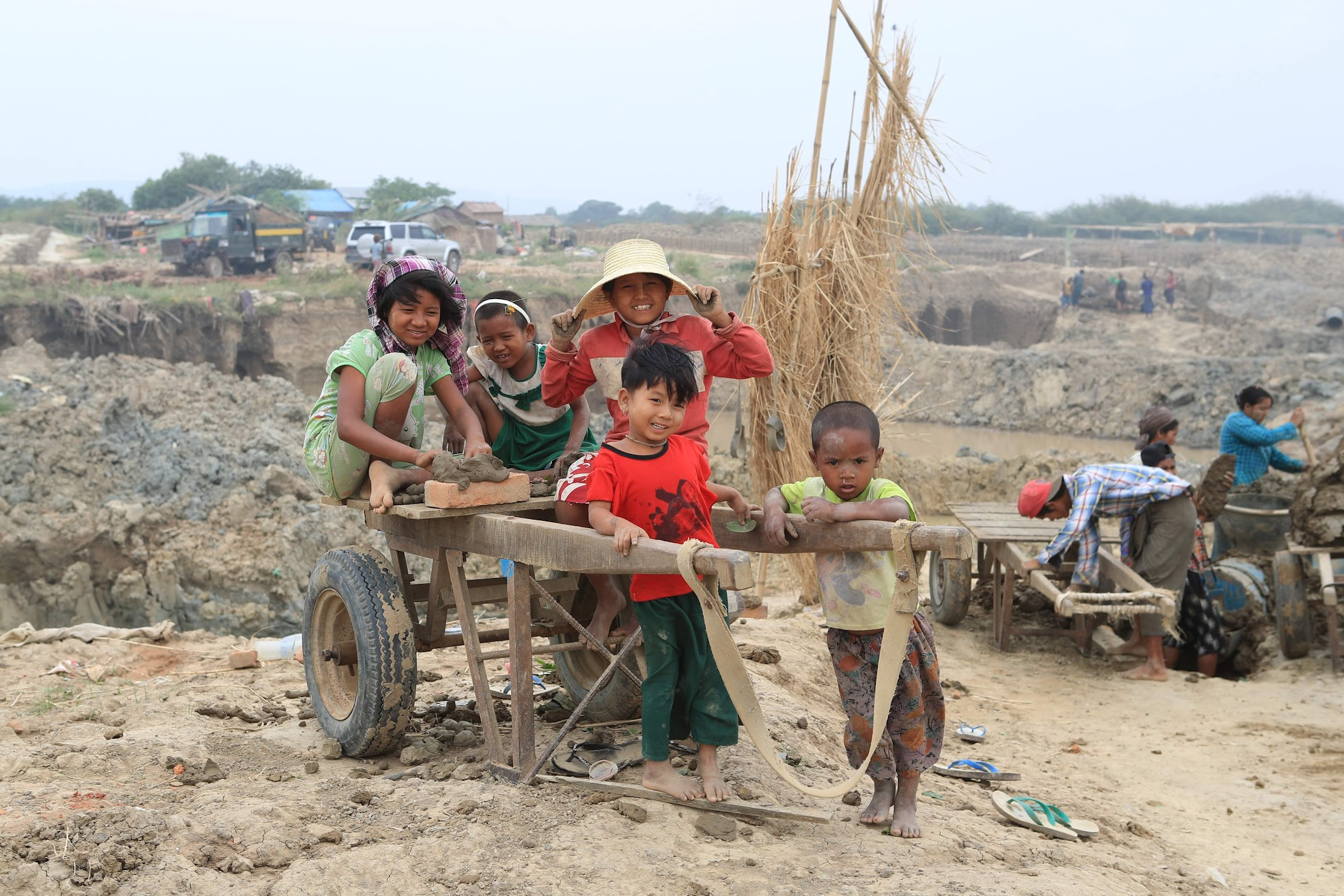 20일. 여성노동과 방치되는 아이들